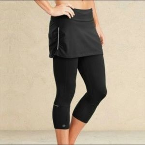 Athleta Be Free 2 in 1 Capri w/Skirt in Black